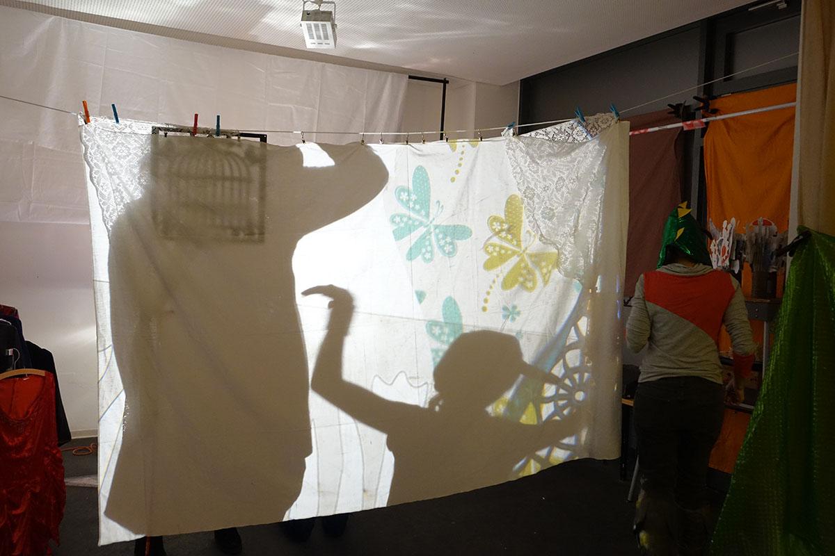 Spiel mit Licht und Schatten in der Medienwerkstatt