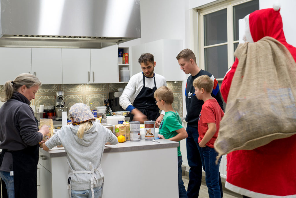 Weihnachtsmann zu Besuch beim Projekt